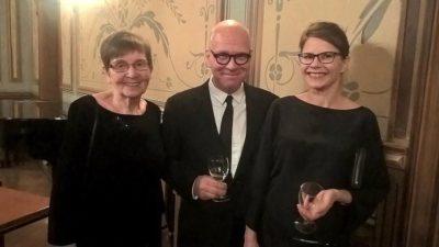 Muistoja Kuopion kaupungin perustamispäivän juhlasta. Sain viettää iltaa inspiroivassa seurassa mm. kuvan runoilija Martta Rossin (Vesi mustaa valoa) ja kirjailija Markku Rönkkön (Hajaannus) kanssa. Kiitokset kiinnostavien keskustelujen ja monien naurujen illasta.